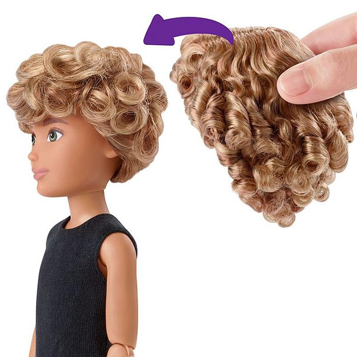 К каждой кукле идет в наборе парик с длинными волосами.
