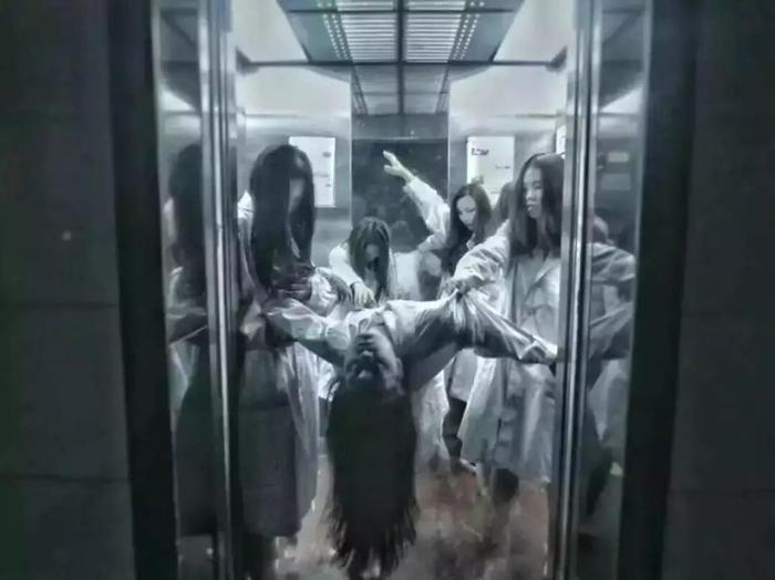 Экзорцизм в лифте.
