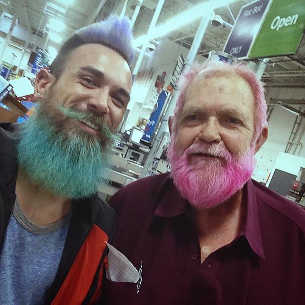 Чтобы не было скучно, надо красить бороду.