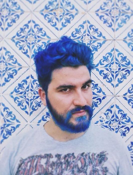 В синих тонах.