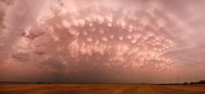 Нежные оттенки закатного неба.