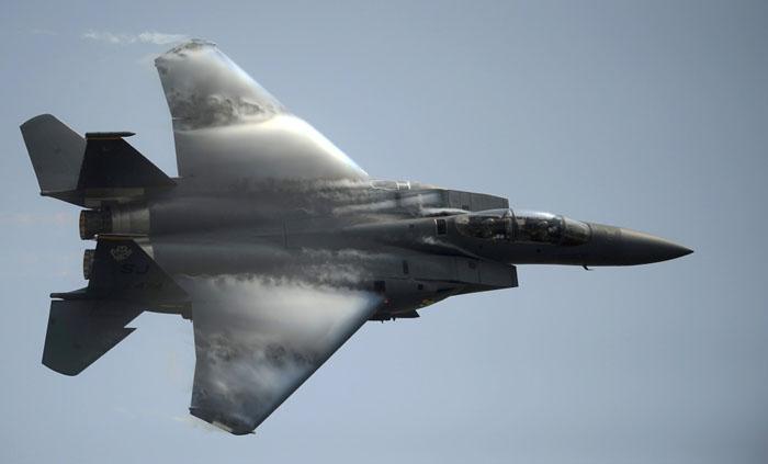 Военный самолет.