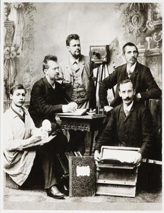 Фотографы в своей студии, 1890г.