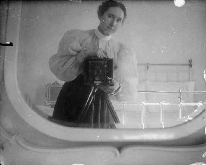 Женский автопортрет, ок. 1880 г.