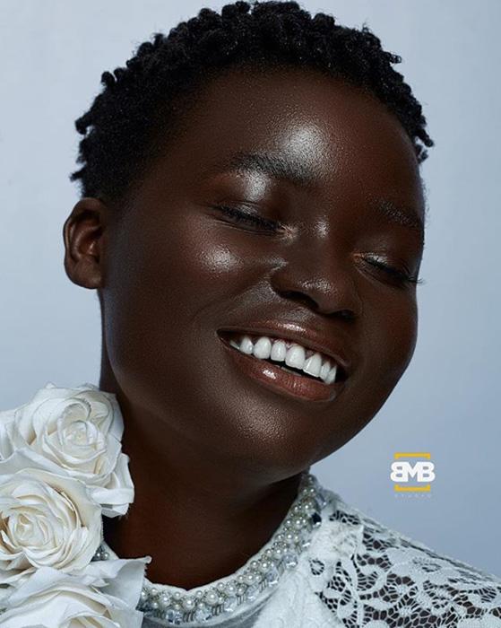 Расцветающий черный цветок. Instagram mofebamuyiwa.