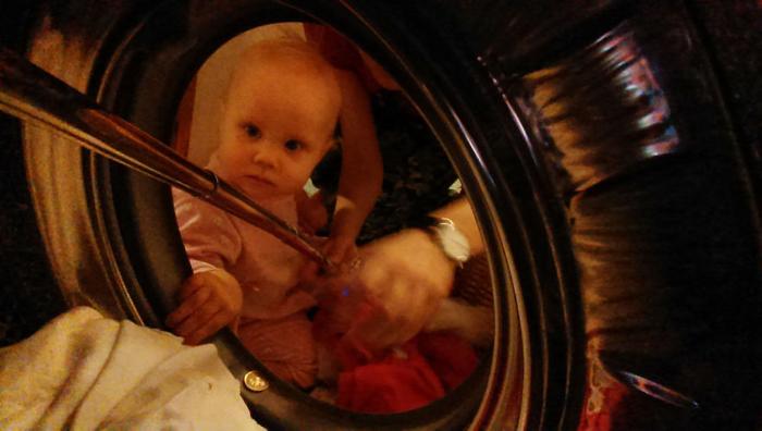 Домашние обязанности никто не отменял, и моя младшая дочь всегда мне помогает.