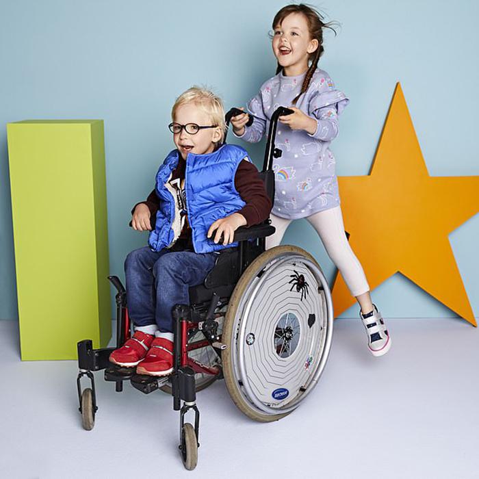 Компания решила выпустить одежду для детей с ограниченными возможностями.