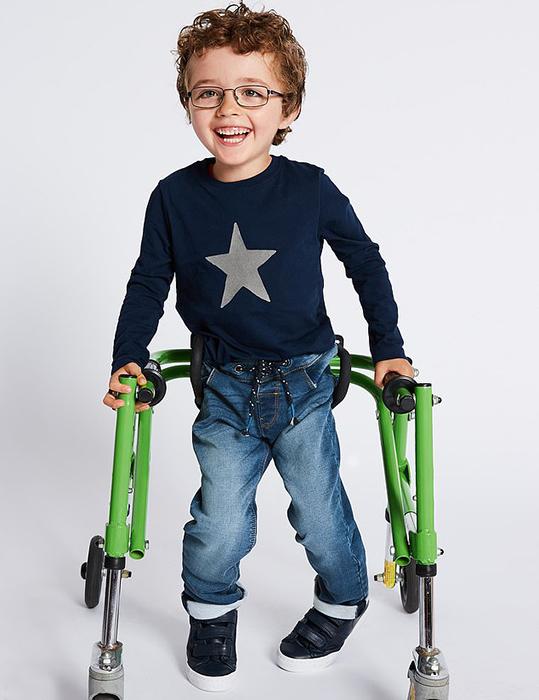 Одежду специально разрабатывали совместно с врачами и родителями детей-инвалидов.