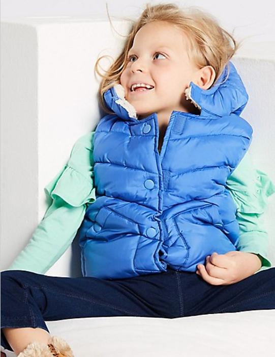 Такую одежду легко одевать на ребенка.