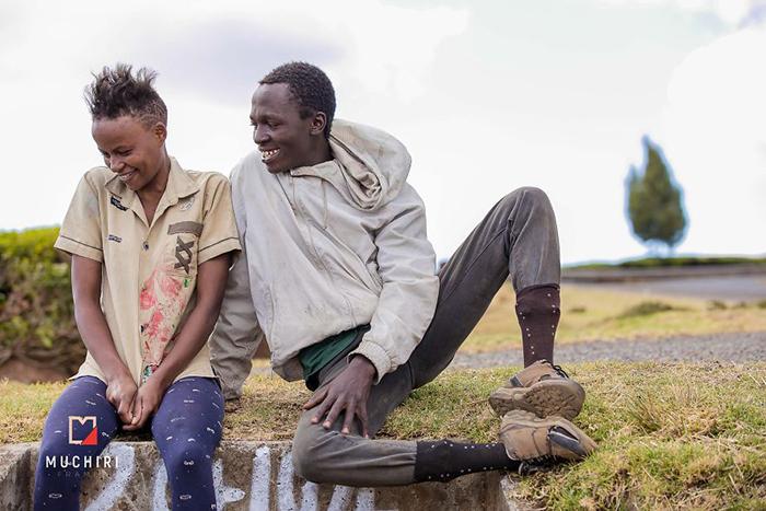 Фотограф решил показать, что любви подвластны абсолютно все. Фото: Muchiri Frames.