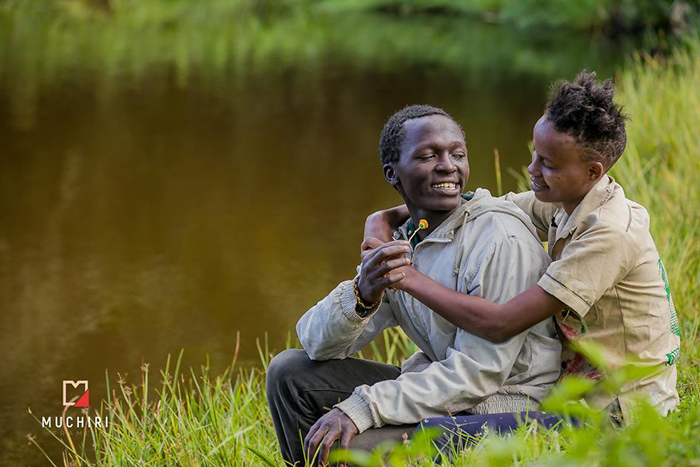 Но любовь чувствовалась, даже когда Сэмми и его подруга были все еще в лохмотьях. Фото: Muchiri Frames.
