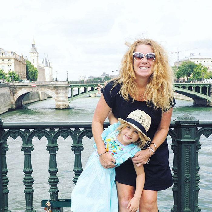 Утро в Париже.  Instagram mumpacktravel.