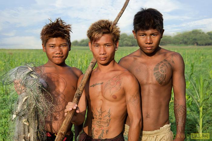 Три молодых рыбака.
