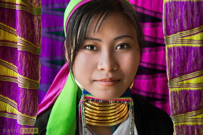Девушка из племени Падаунг.