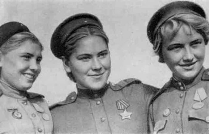 Снайперы Фаина Якимова, Роза Шанина и Лидия Володина.
