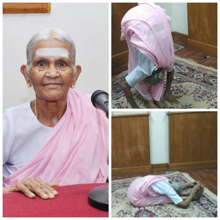 Нанаммал уже много лет преподает йогу.