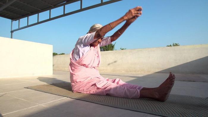 Более 600 учеников Нанаммал стали сами тренерами по йоге.