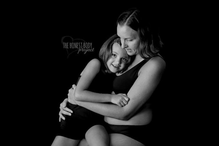 Мама со своей дочерью.