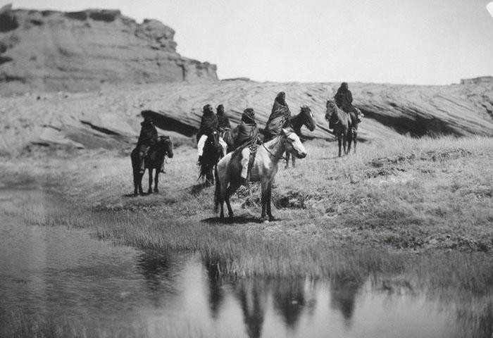 Шесть индейцев Навахо на лошадях, 1904.