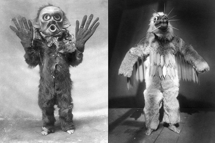 Слева: индеец Коскимо из племени Квакиутл в полном облачении чудовища Хами во время церемонии Нумлим 1914. Справа: Хамасилаль из племени Квакиутл в церемониальном наряде во время Зимнего Танца.