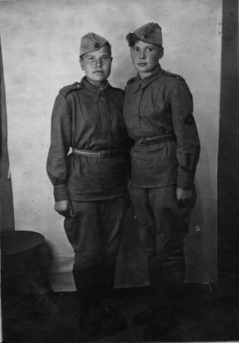 Девушки из истребительно-противотанковой артиллерийской части.