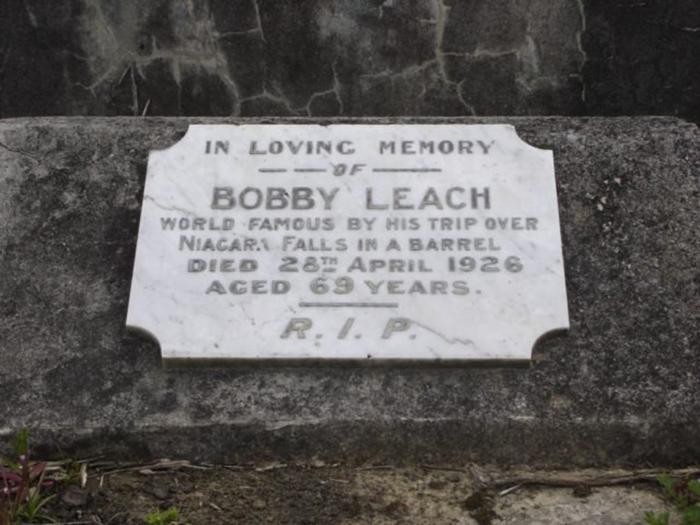 Могила Бобби Лича на кладбище Хиллсборо (Окленд, Новая Зеландия).