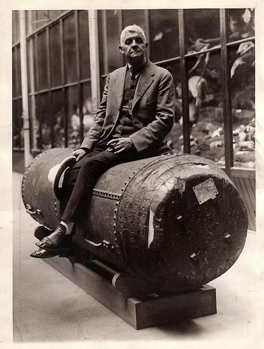 Бобби Лич зарабатывал на жизнь трюками и лекциями.