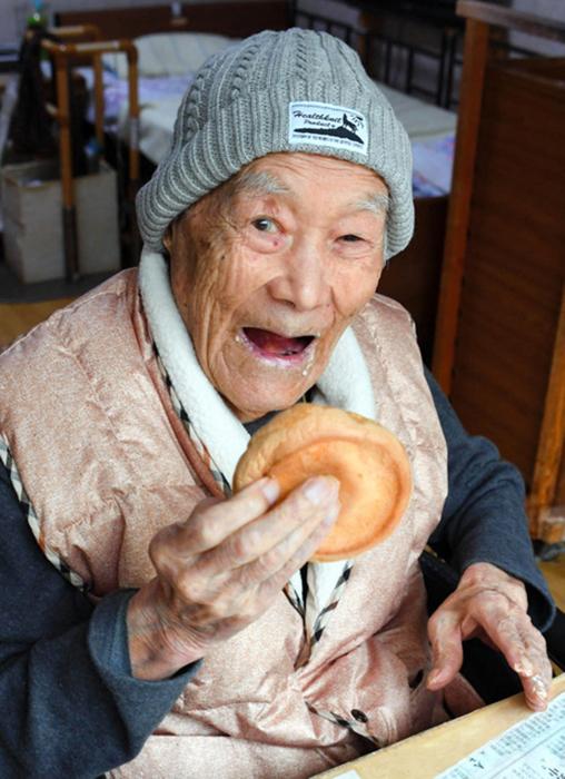 Масадзо любил есть сладости, и особенно - тортики.
