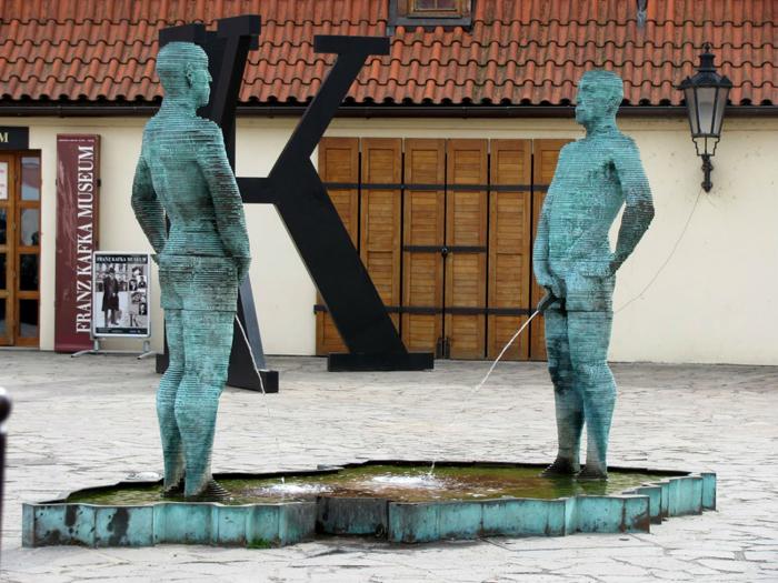 Эпатажная работа чешского скульптора David Cerny.