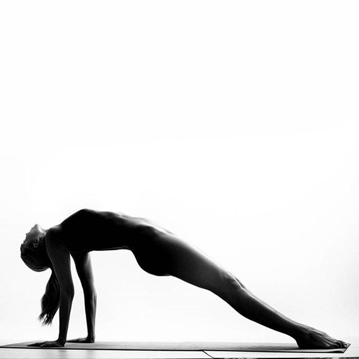Фотографии Nude Yoga Girl.
