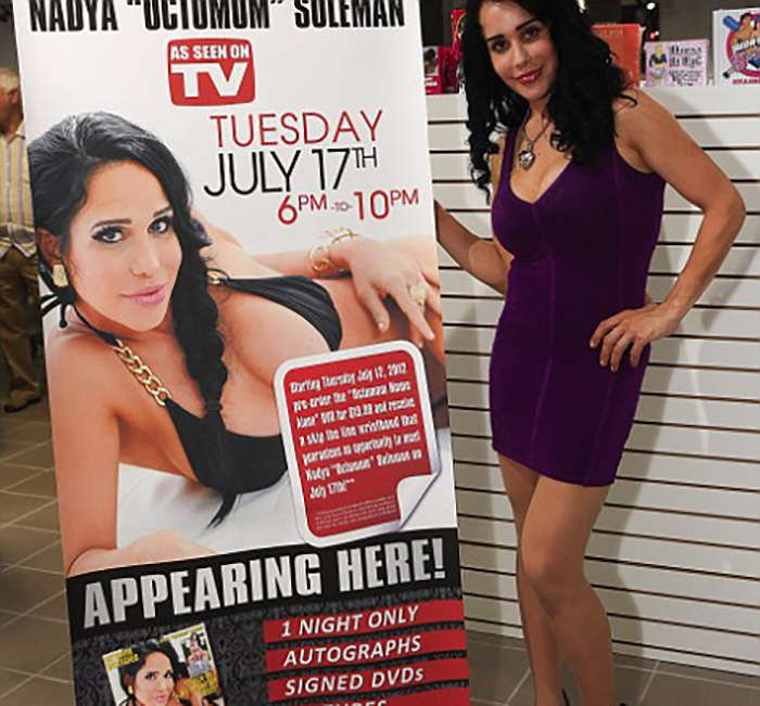 Пытаясь заработать деньги, Натали снялась  порнофильме.
