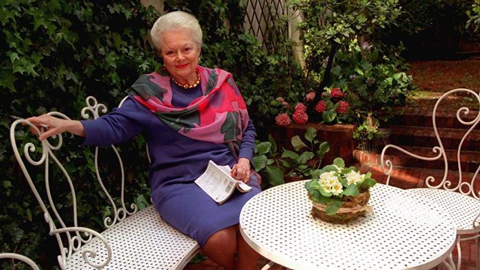 Оливия в возрасте 81 года в Париже.