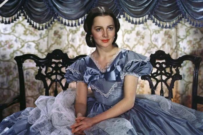Оливия де Хэвилленд в роли Мелани Уилкс.
