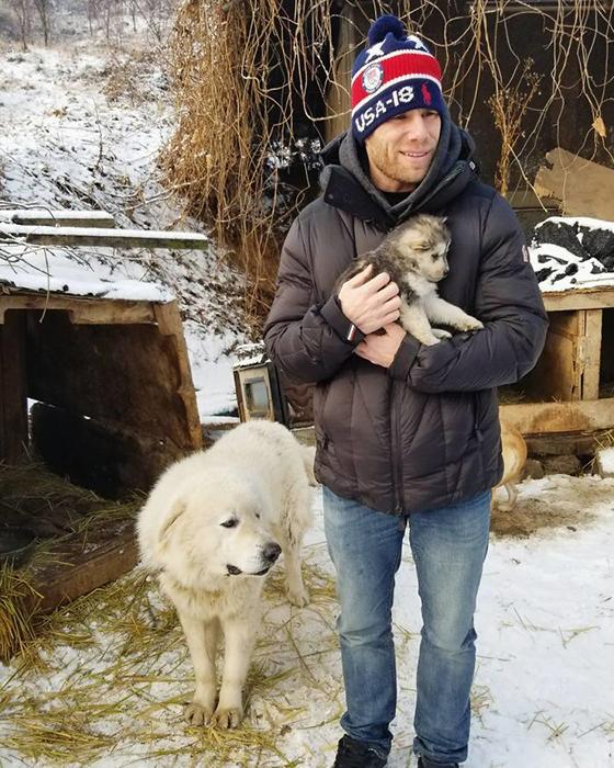 Гаса уверели, что другие фермы содержат собак в еще худших условиях. Instagram guskenworthy.