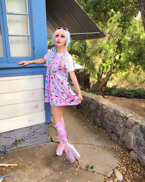 Девушка считает эталоном красоты куклу Барби. Instagram opheliavanity.