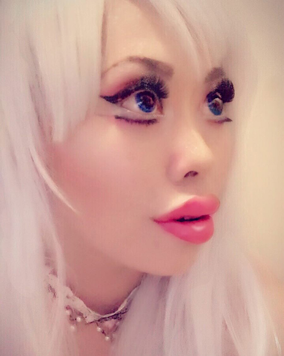 Сейчас внешность девушки радикально изменилась. Instagram opheliavanity.