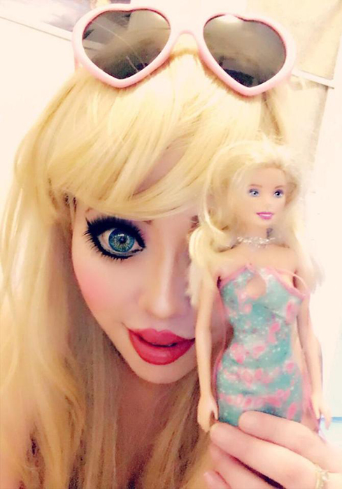 Барби для Офелии - эталон красоты.  Instagram opheliavanity.