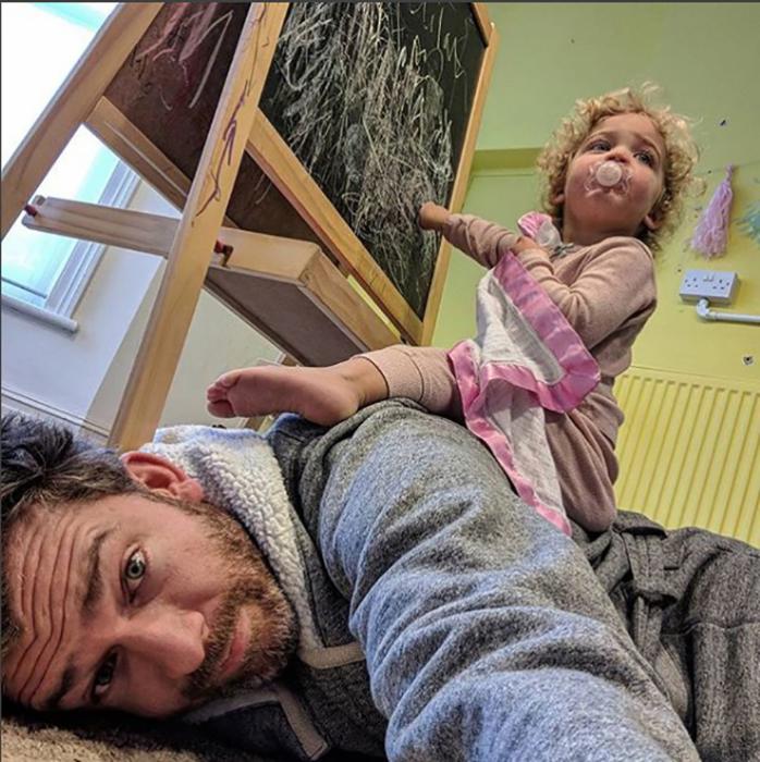 Горизонтальное родительство.  Instagram father_of_daughters.