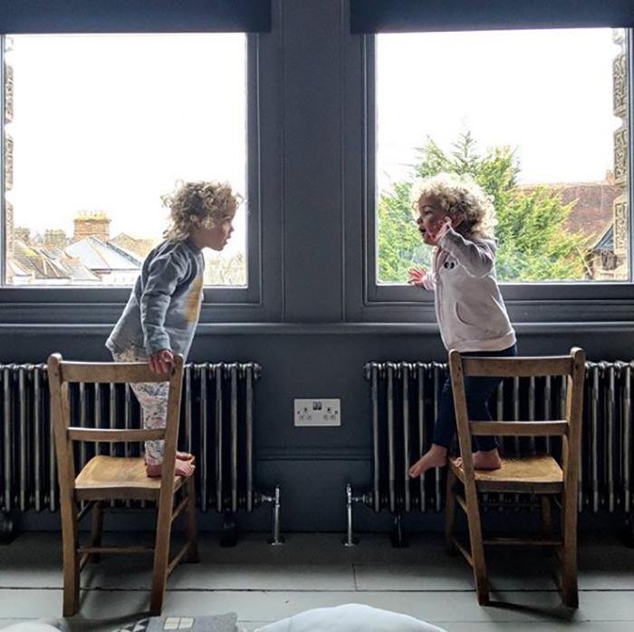 Зачем обязательно ссориться прямо перед окнами?  Instagram father_of_daughters.