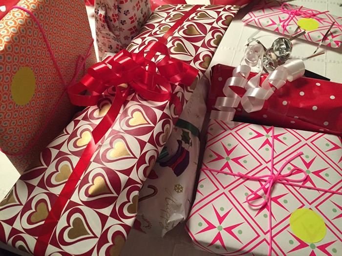 Каждый игрок старается забрать себе самые привлекательные подарки.