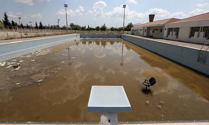Заброшенный бассейн для соревнований по плаванию.
