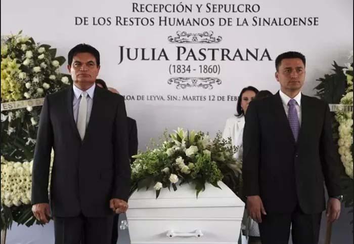 Похороны Хулии Пастрана через 150 лет после ее смерти.