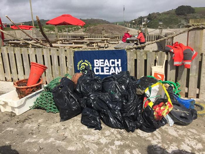 Пат старалась привлечь волонтеров и активистов к проблеме загрязнения пляжей.