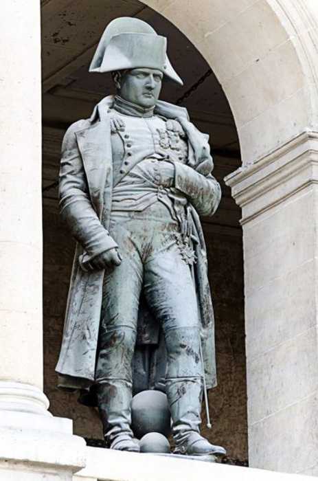 Статуя Наполеона Бонапарта.