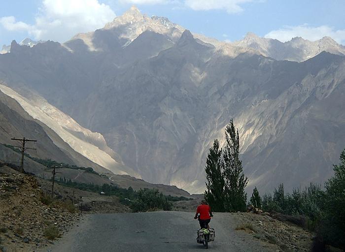 Крис в горах Памир.
