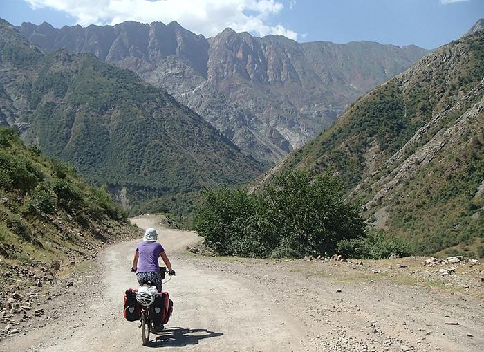 Поездка через горную гряду Памир.