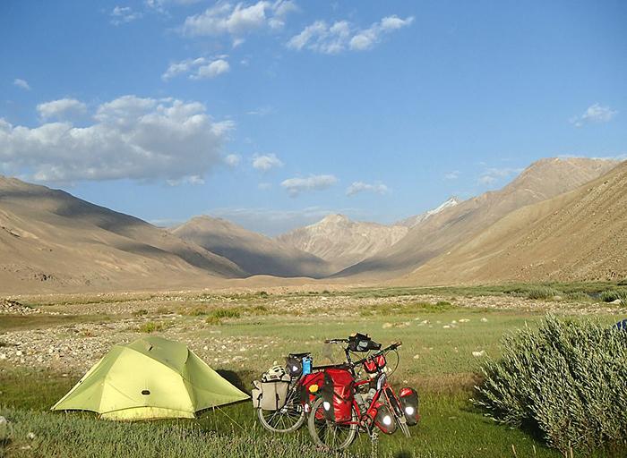 Одно из мест для ночевок в Таджикистане.