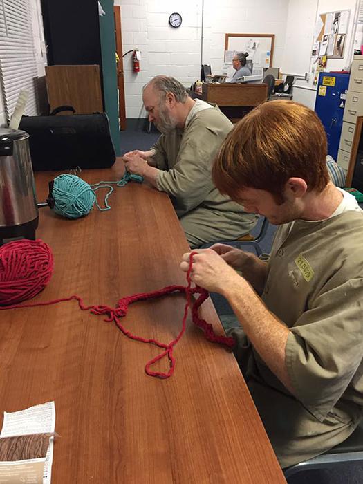 Заключенные, общающиеся с животными, также проявляют инициативу научиться чему-то новому.