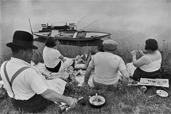 Генри Картье-Брессон *Воскресенье на берегах Марны*, 1938г.