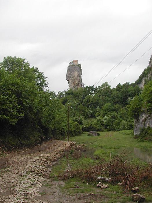 40-метровый известняковый монолит.